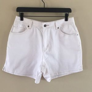 Cute jean shorts 🌷NWT